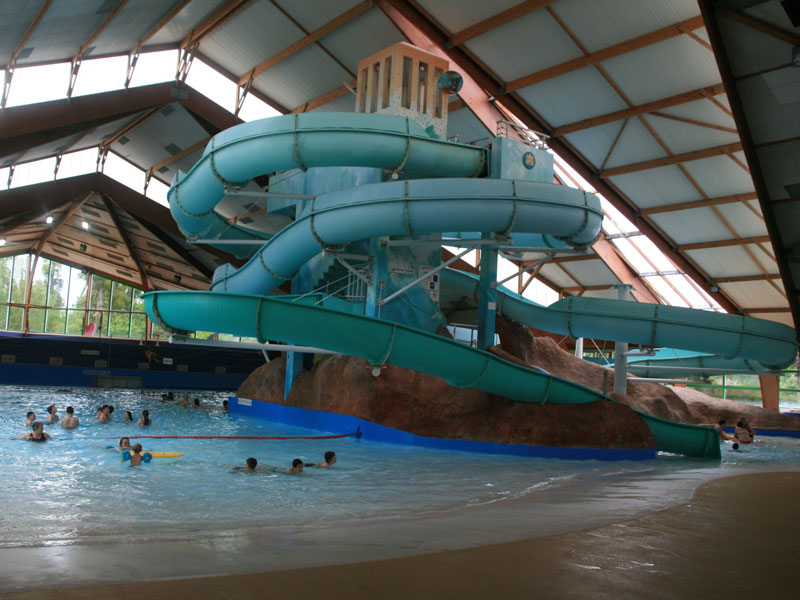Camping chateauroux camping le rochat piscine camping for Piscine la vague